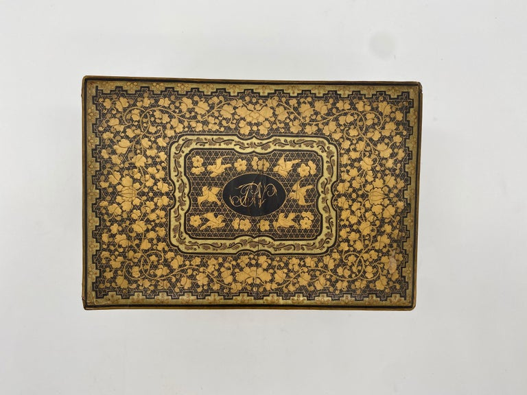 19th Century Golden Black Lacquer Chinese Tea Caddy In Good Condition For Sale In Brea, CA