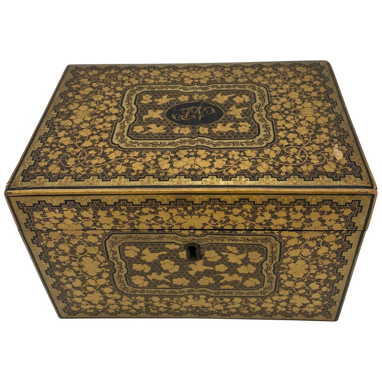 19th Century Golden Black Lacquer Chinese Tea Caddy For Sale