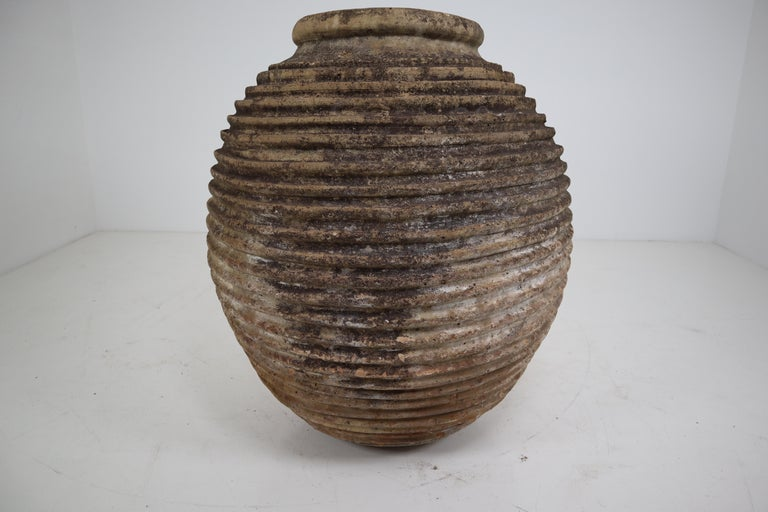 19th Century Greek 'King-Size' Ribbed Olive Jar with Dark Lichen Patination In Good Condition In Almelo, NL