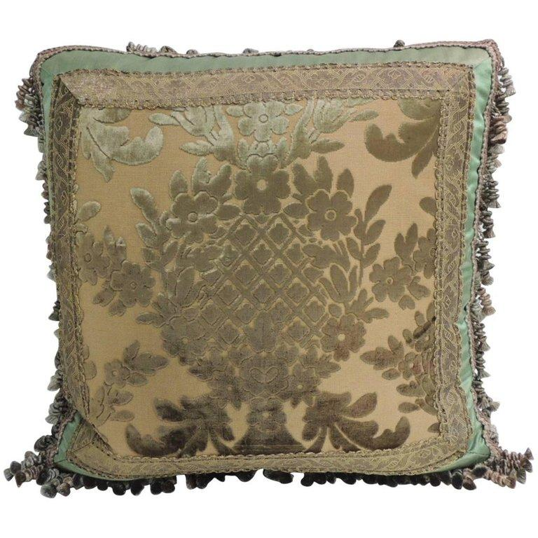 French 19th Century Green and Gold Silk Velvet Decorative Pillow with Tassels For Sale