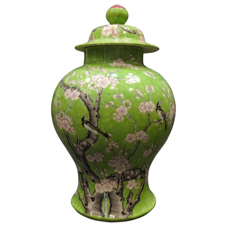 19th Century Green White Pink Chinese Guang-Xu Porcelain Lid Vase For Sale