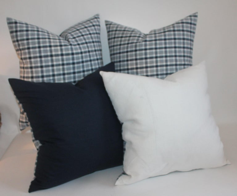 19th Century Homespun Linen Blue and White Pillows, Pair In Excellent Condition For Sale In Los Angeles, CA