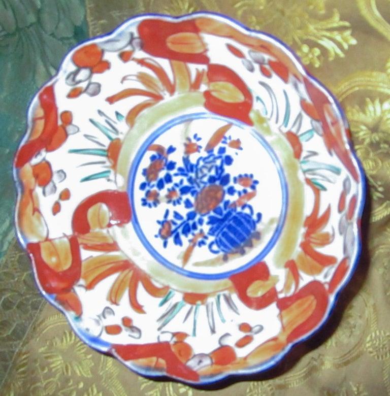 19th Century Imari Japanese Meiji Scalloped Bowl In Good Condition For Sale In Savannah, GA