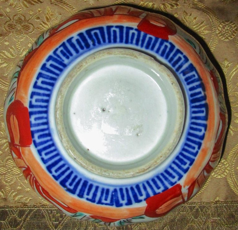 Mid-19th Century 19th Century Imari Japanese Meiji Scalloped Bowl For Sale