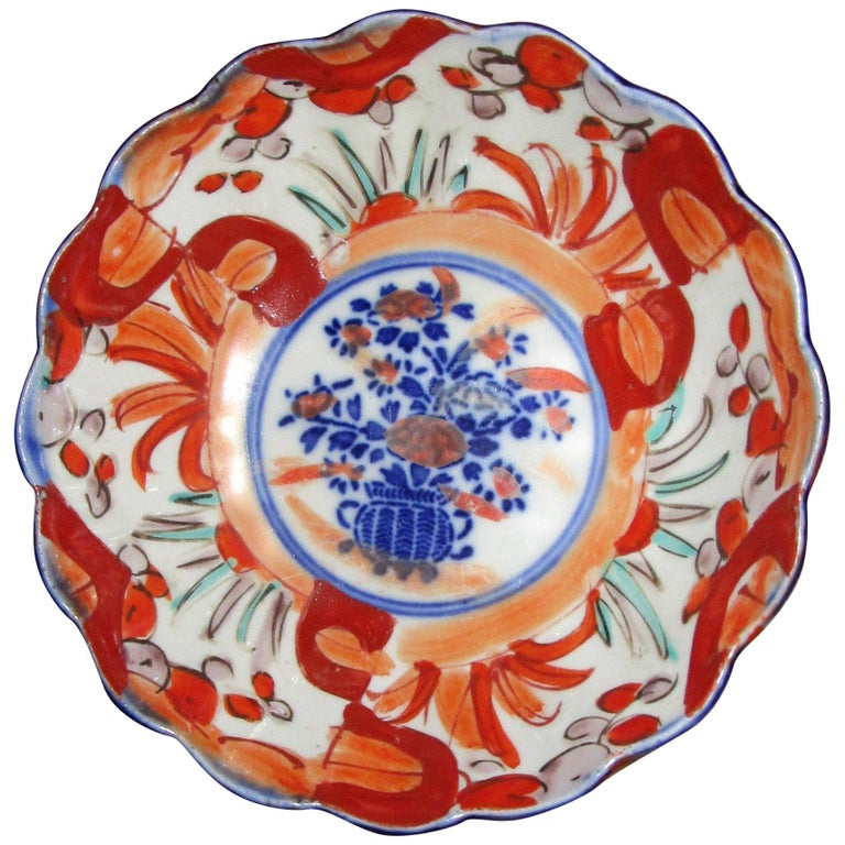 19th Century Imari Japanese Meiji Scalloped Bowl For Sale