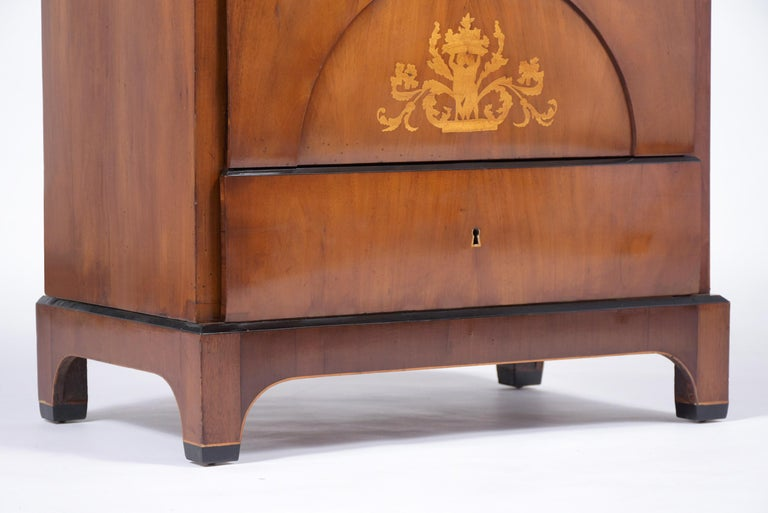 19th Century Inlaid Walnut Chest of Drawers For Sale 3