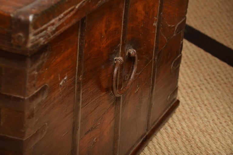 Original iron clasp and carrying handles. Can be used as an attractive coffee table.