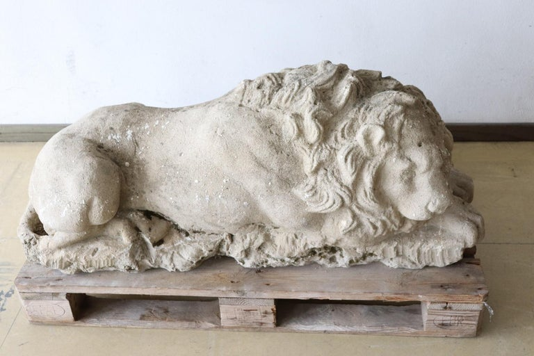 Hand-Carved 18th Century Italian Antique Lion Sculpture in Stone For Sale