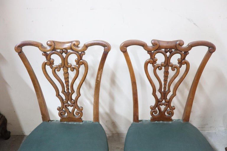 19th Century Italian Art Nouveau Hand Carved Walnut Wood Set of Eight Chairs In Good Condition For Sale In Bosco Marengo, IT