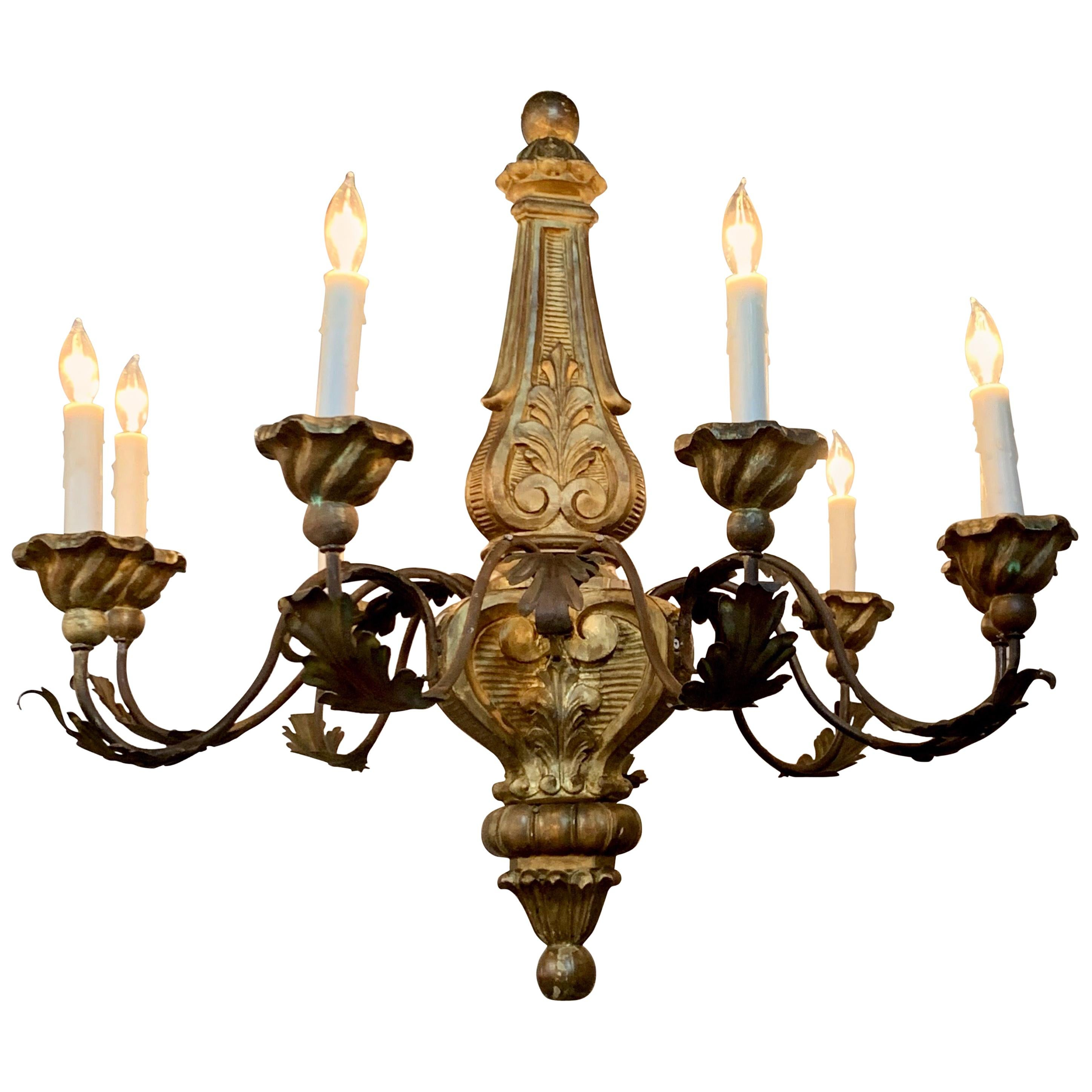 19th Century Italian Carved and Giltwood Chandelier