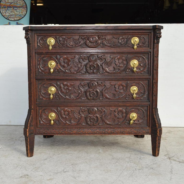 19th Century Italian Carved Dresser In Good Condition For Sale In Pasadena, TX
