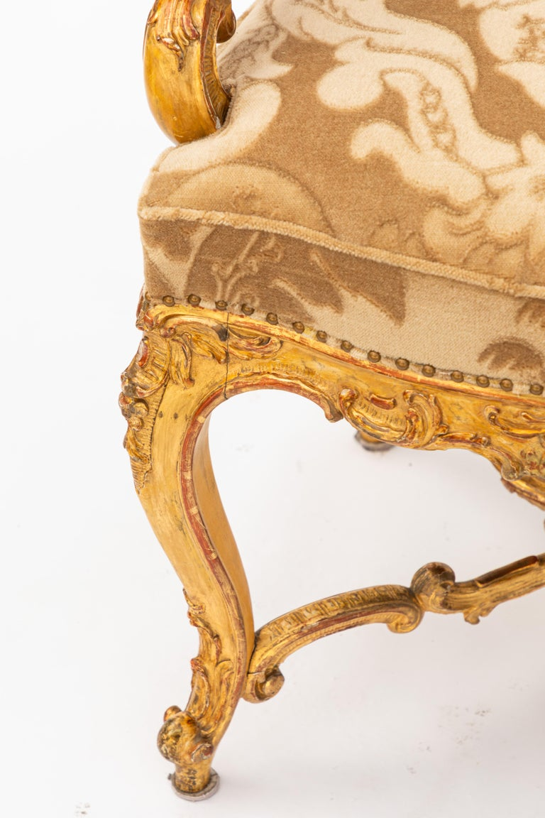 19th Century Italian Carved Giltwood Armchair with Cherub Motif For Sale 1