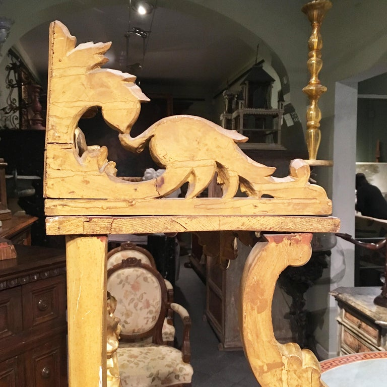 19th Century Italian Carved Louis Philippe Corner Shelf with Gold Leaf Gilding For Sale 12