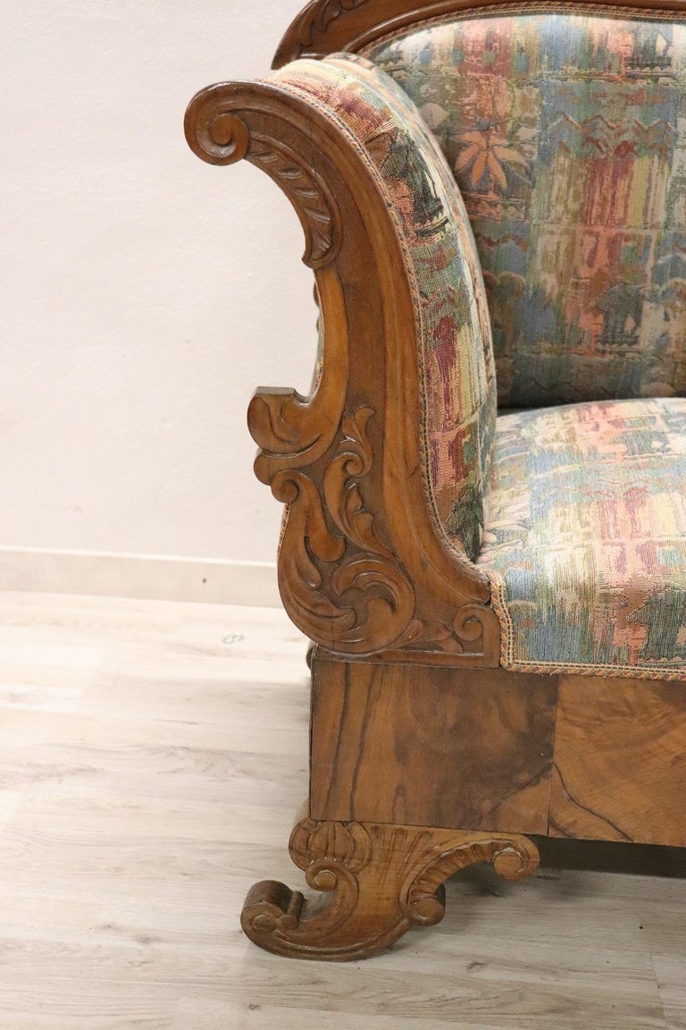 19th Century Italian Charles X Carved Walnut Antique Settee In Excellent Condition For Sale In Bosco Marengo, IT