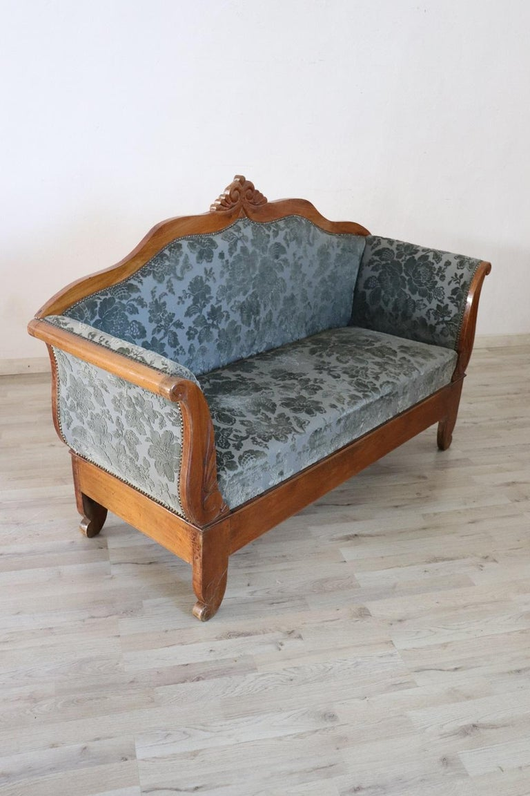 19th Century Italian Charles X Carved Walnut Antique Settee In Good Condition For Sale In Bosco Marengo, IT