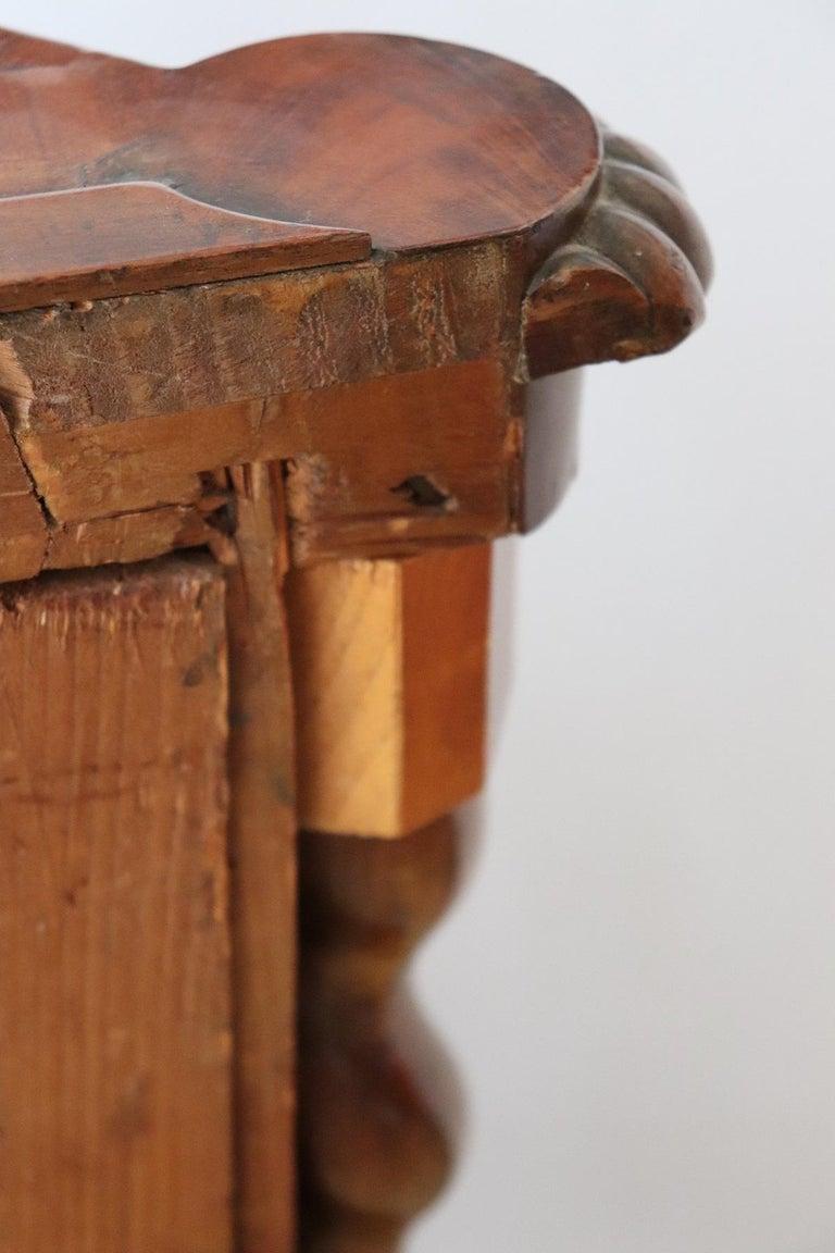 19th Century Italian Charles X Mahogany Pair of Corner Cupboard Corner Cabinet For Sale 13