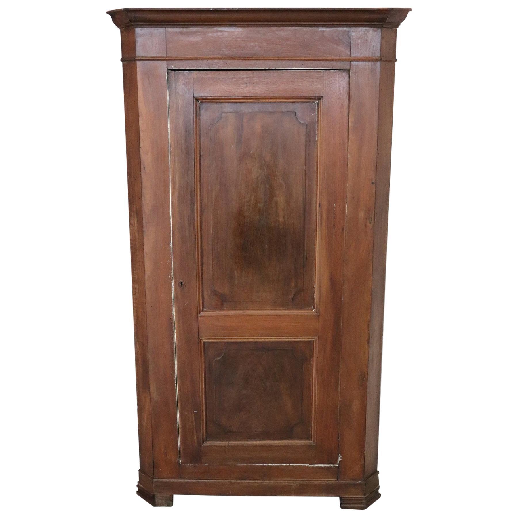 19th Century Italian Corner Cupboard or Corner Cabinet in Solid Walnut