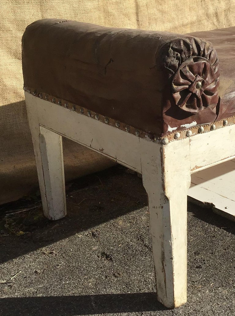 19th Century Italian Leather and Wood Dormeuse, 1890s In Good Condition For Sale In Florence, IT