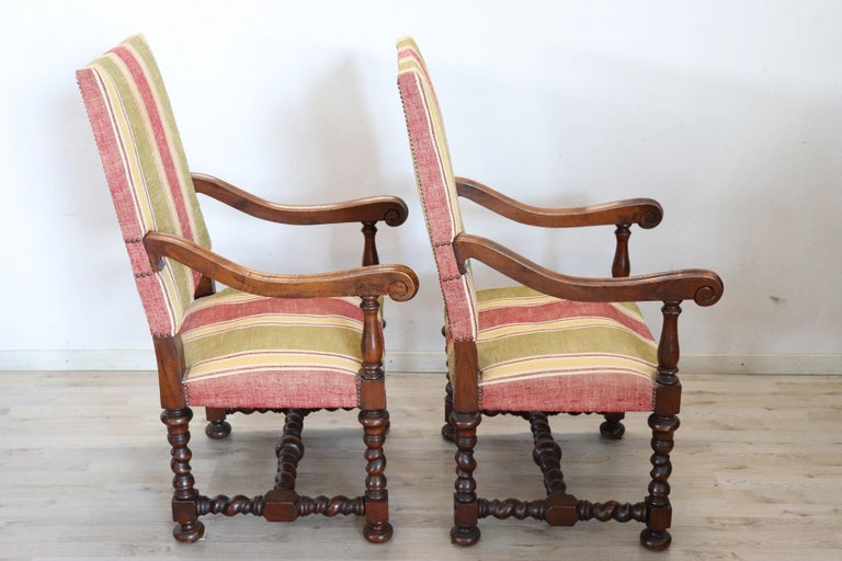 19th Century Italian Louis XIV Style Turned Walnut Pair of Armchairs In Good Condition For Sale In Bosco Marengo, IT
