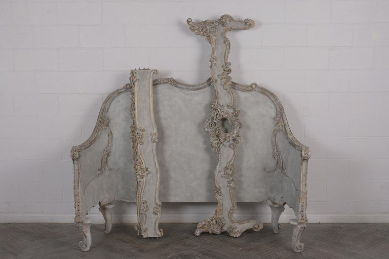19th Century Italian Louis XVI Style Gilt painted Queen Size Bed For Sale 3