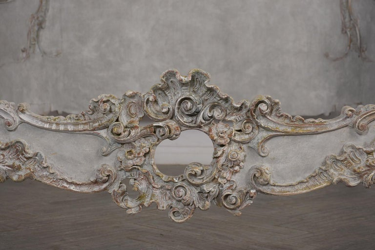 19th Century Italian Louis XVI Style Gilt painted Queen Size Bed For Sale 5