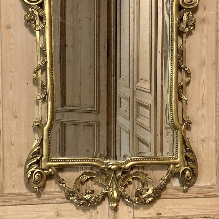 Neoclassical Revival 19th Century Italian Neoclassical Carved Giltwood Mirror For Sale