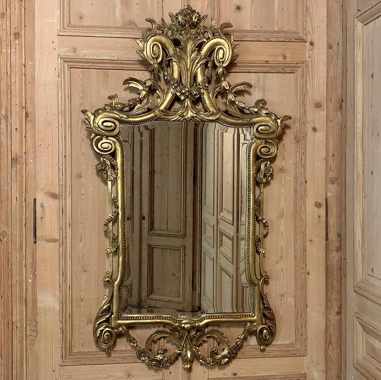 Beveled 19th Century Italian Neoclassical Carved Giltwood Mirror For Sale