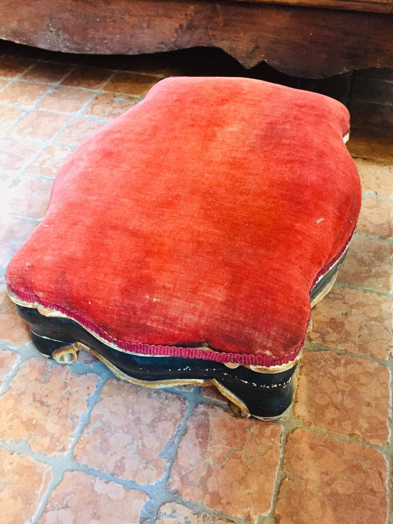 19th Century Italian Sicilian Armchair and Footrest Lacquer Gilding Red Velvet 1
