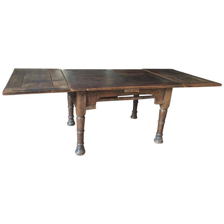 19 Jahrhundert Italienischer Walnuss Tisch Im Angebot Bei 1stdibs