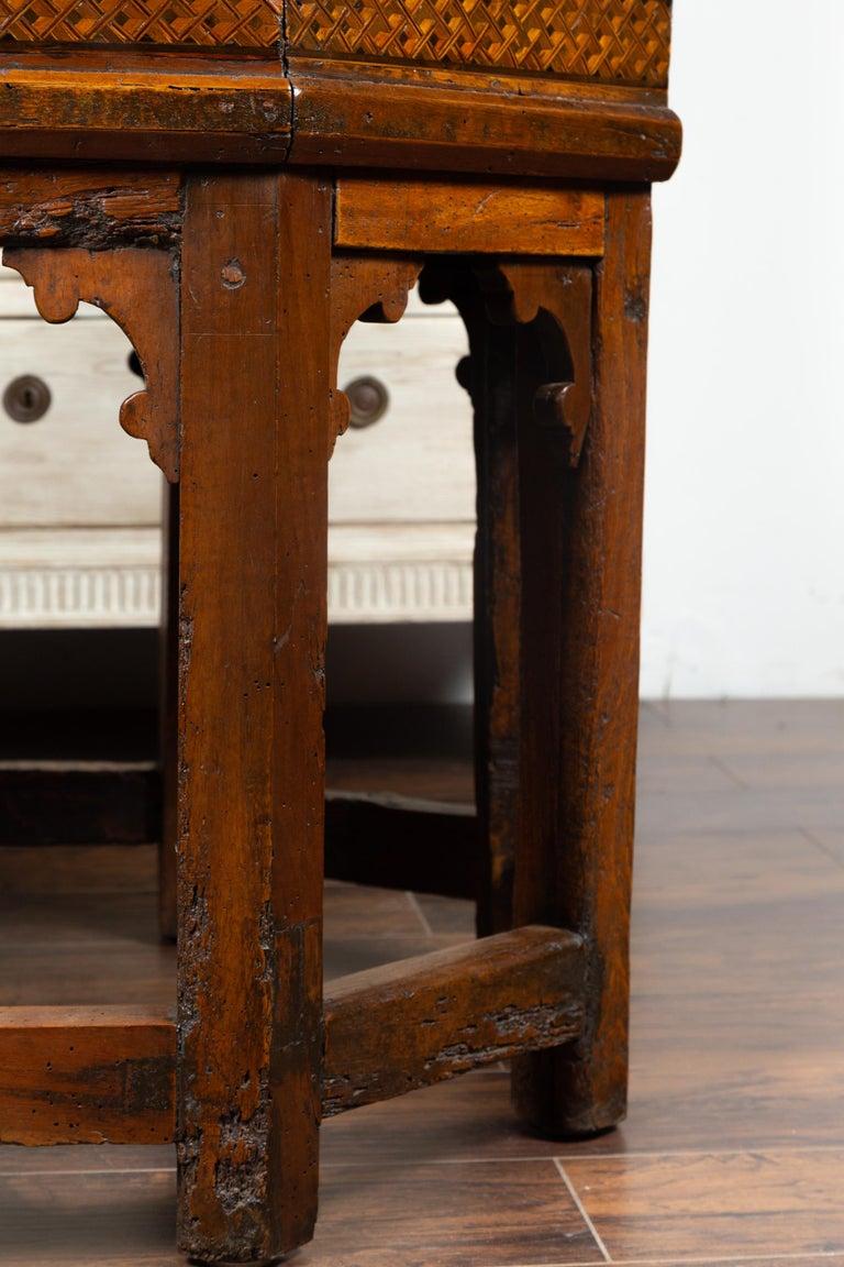 19th Century Italian Walnut Octagonal Table with Inlaid Trompe-L'œil Motifs For Sale 6