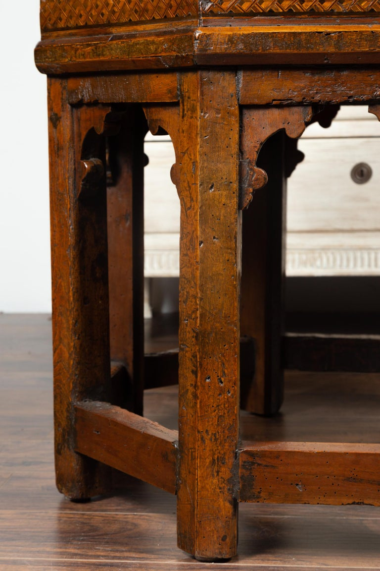 19th Century Italian Walnut Octagonal Table with Inlaid Trompe-L'œil Motifs For Sale 7