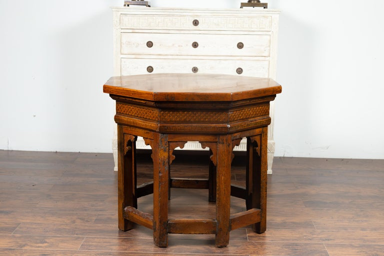 19th Century Italian Walnut Octagonal Table with Inlaid Trompe-L'œil Motifs For Sale 1