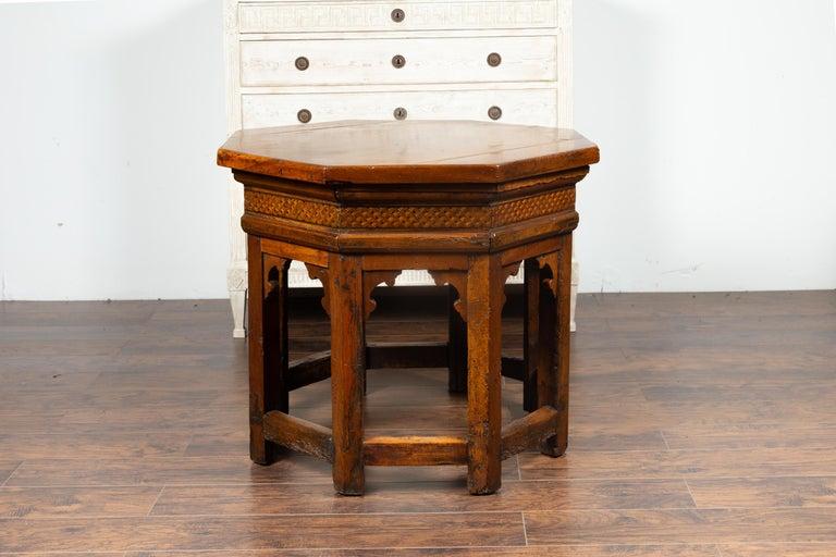 19th Century Italian Walnut Octagonal Table with Inlaid Trompe-L'œil Motifs For Sale 2