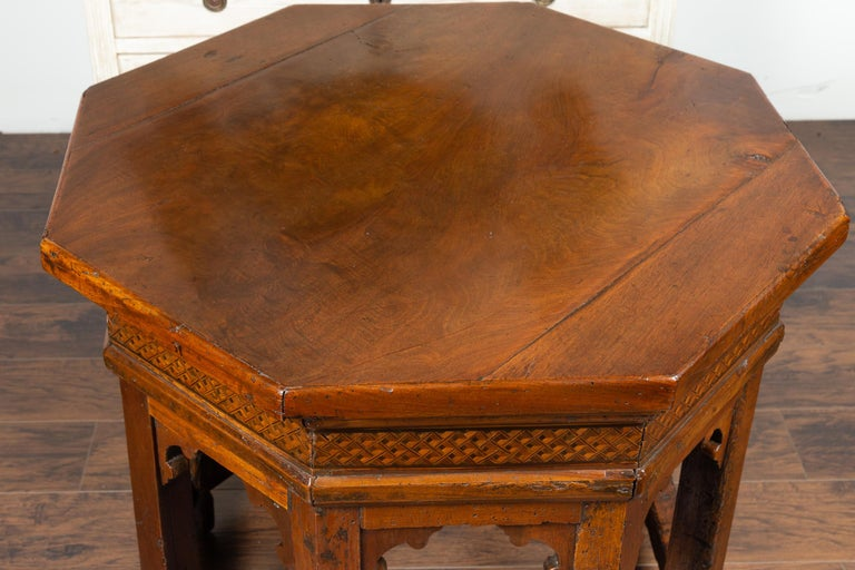 19th Century Italian Walnut Octagonal Table with Inlaid Trompe-L'œil Motifs For Sale 3