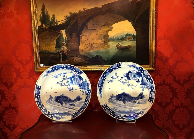 A magnificent large pair of 19th century Japan porcelain dishes, depicting Koï carps in hand painted in underglaze blue cobalt color. Beautiful work by Arita porcelain manufactures, probably Meiji period, mid-19th century.  Measurment: Diameter