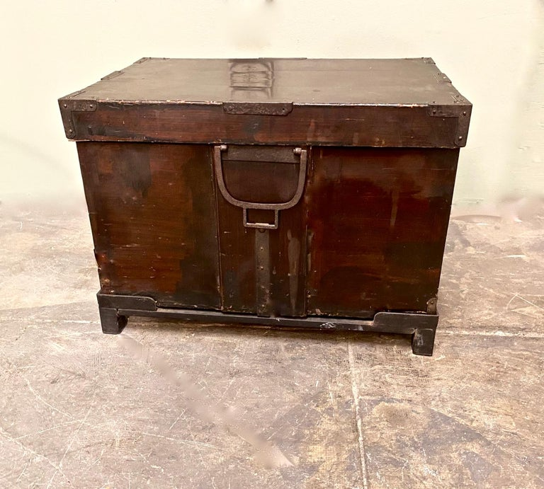 19th Century Japanese Trunk In Good Condition For Sale In Pasadena, CA