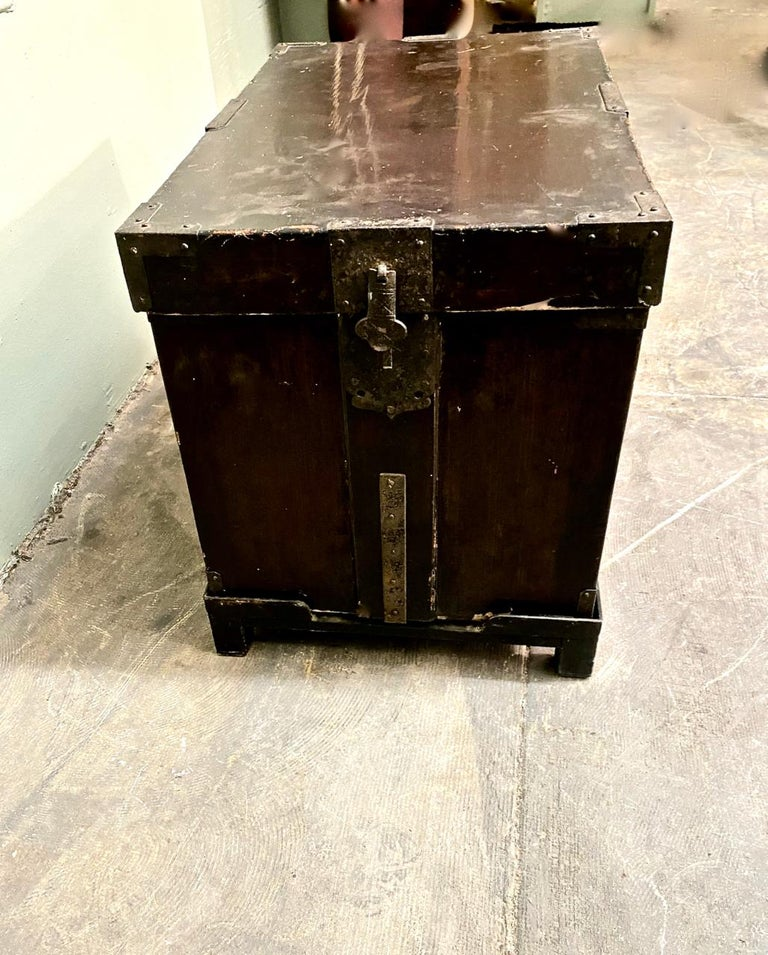 19th Century Japanese Trunk For Sale 1