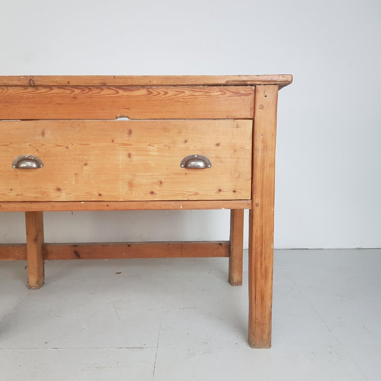 19th Century Large Bakers Table In Good Condition For Sale In Lewes, East Sussex