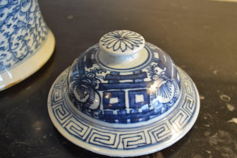 19th Century Large Blue and White Chinese Ginger Jar with Shou Symbol In Excellent Condition For Sale In Oakville, ON