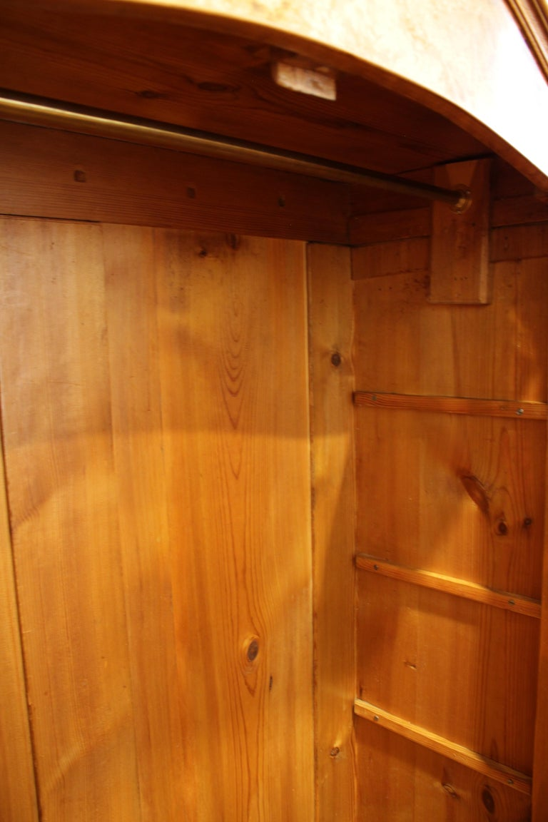 19th Century Louis Philippe or Late Biedermeier Small Walnut Wardrobe In Good Condition For Sale In Darmstadt, DE