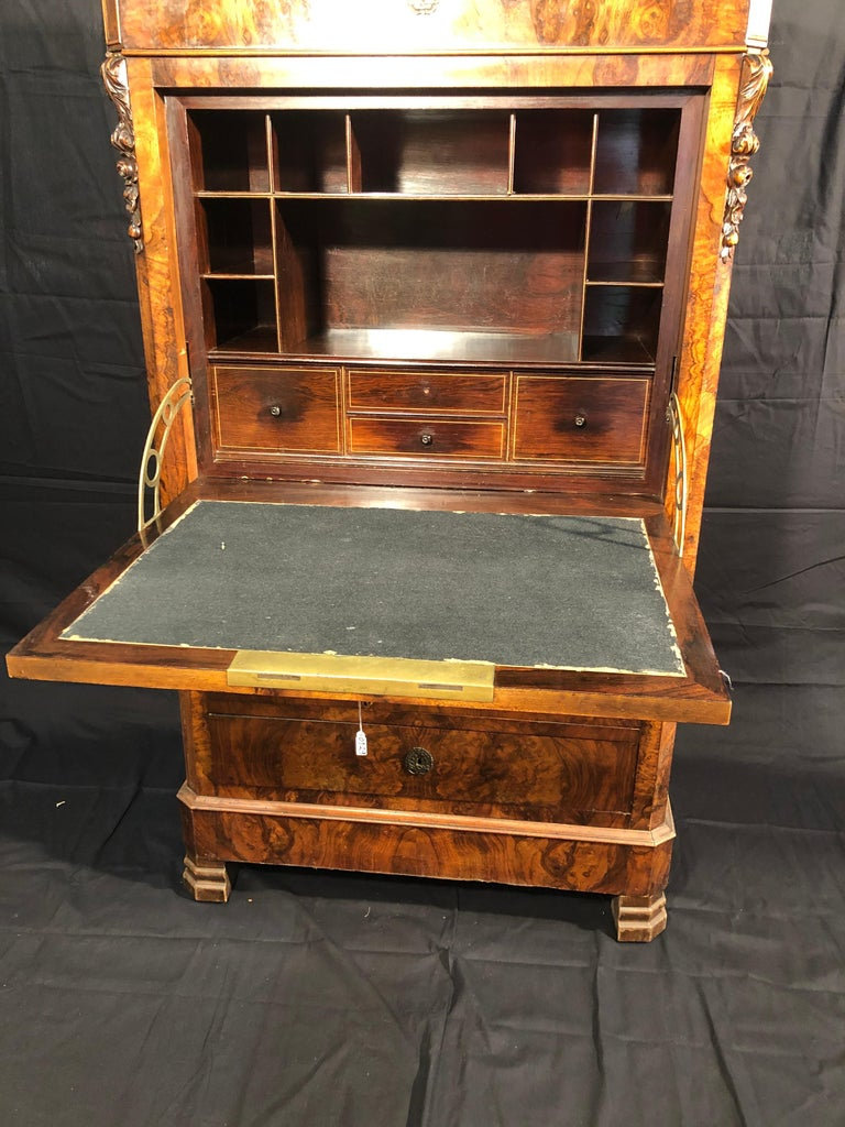 Beautiful French secretaire of the Louis-Philippe era, of excellent quality and quality of the woods, in walnut burl and rosewood interiors with inlays of fruit woods. Contemporary marble in the cabinet, in excellent condition both outside and