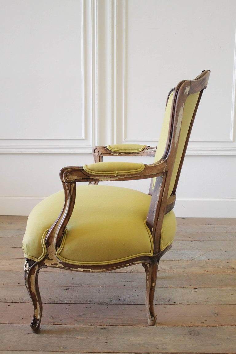 19th Century Louis XV Style Fauteuil in Chartreuse Linen For Sale 2