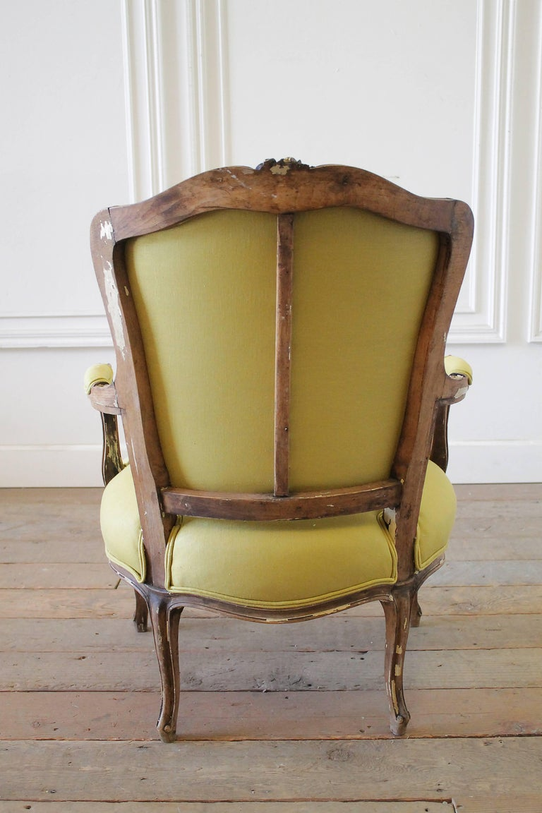 19th Century Louis XV Style Fauteuil in Chartreuse Linen For Sale 3
