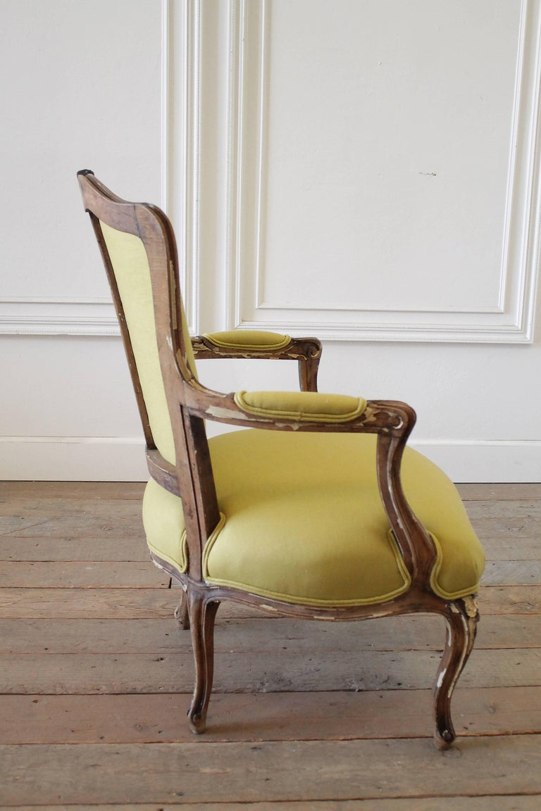 19th Century Louis XV Style Fauteuil in Chartreuse Linen For Sale 4