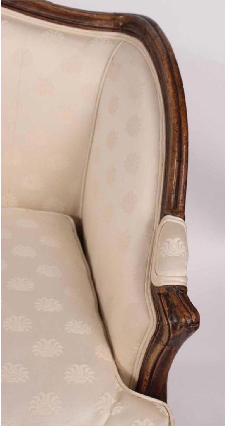 French 19th Century Louis XV Style Walnut Serpentine Sofa For Sale