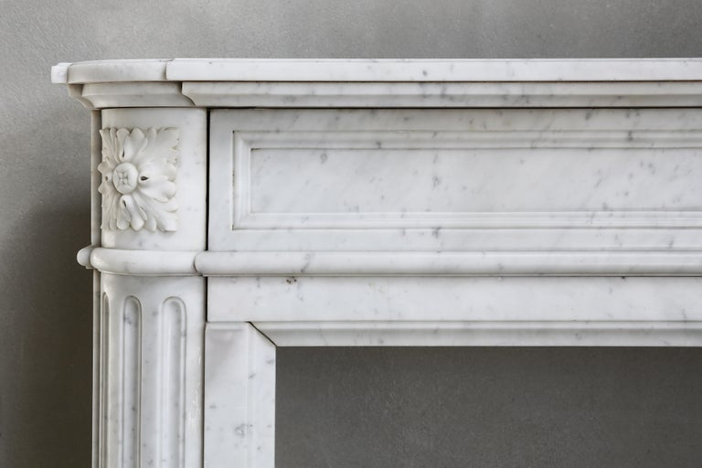 19th Century Louis XVI Mantel Surround of Carrara Marble In Good Condition For Sale In Made, NL