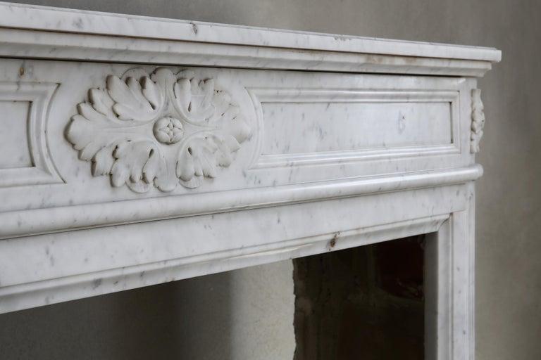 19th Century Louis XVI Mantel Surround of Carrara Marble For Sale 1
