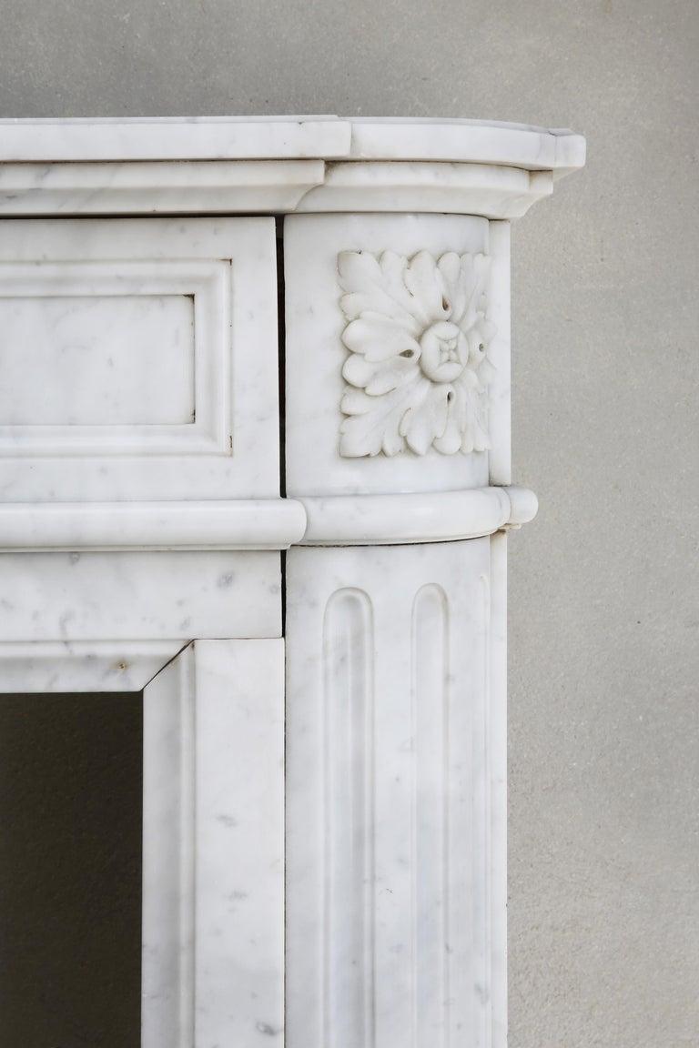 19th Century Louis XVI Mantel Surround of Carrara Marble For Sale 3