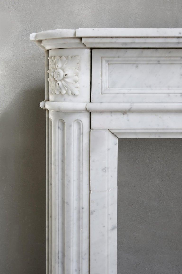 19th Century Louis XVI Mantel Surround of Carrara Marble For Sale 4