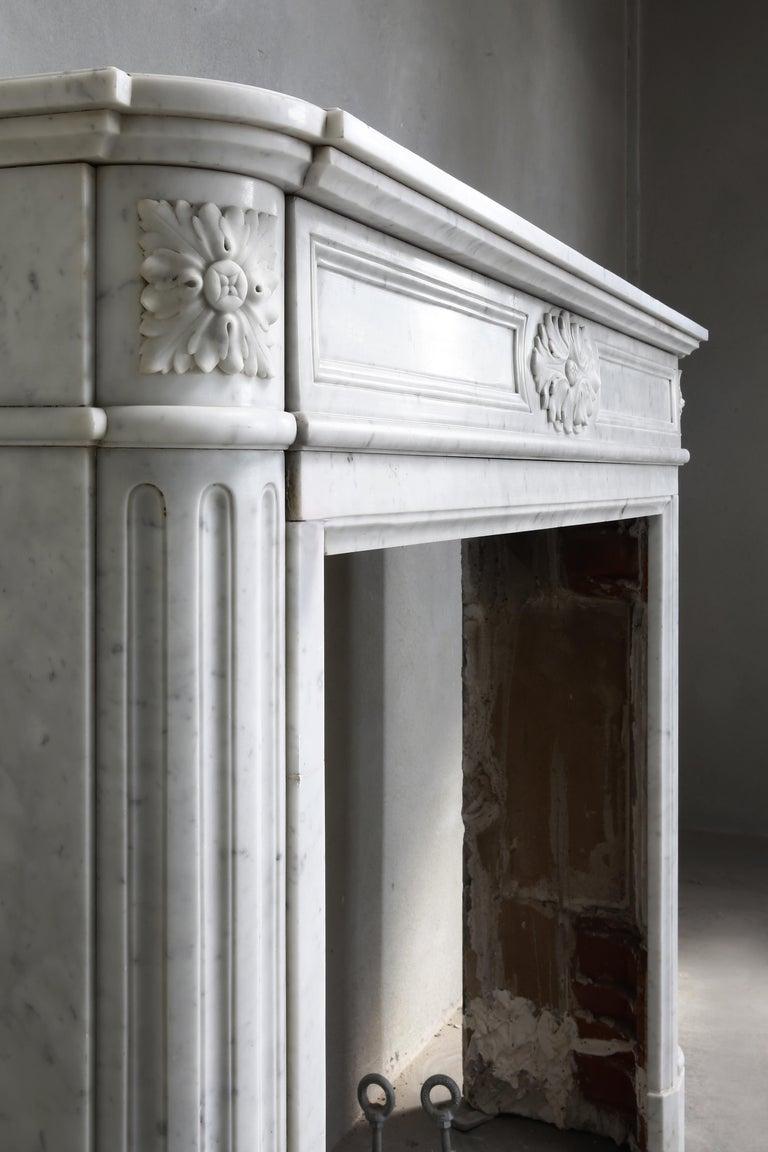 19th Century Louis XVI Mantel Surround of Carrara Marble For Sale 5
